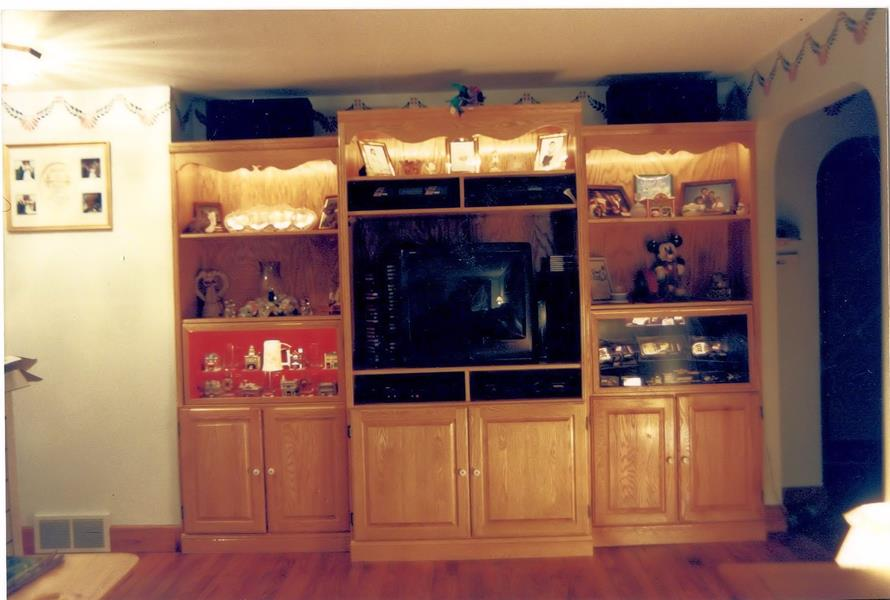 Entertainment Center, Oak